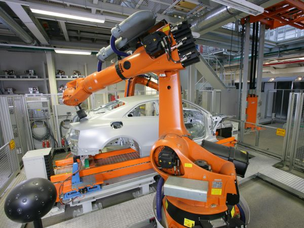 Linguaggio robot, automotive e incentivi 4.0